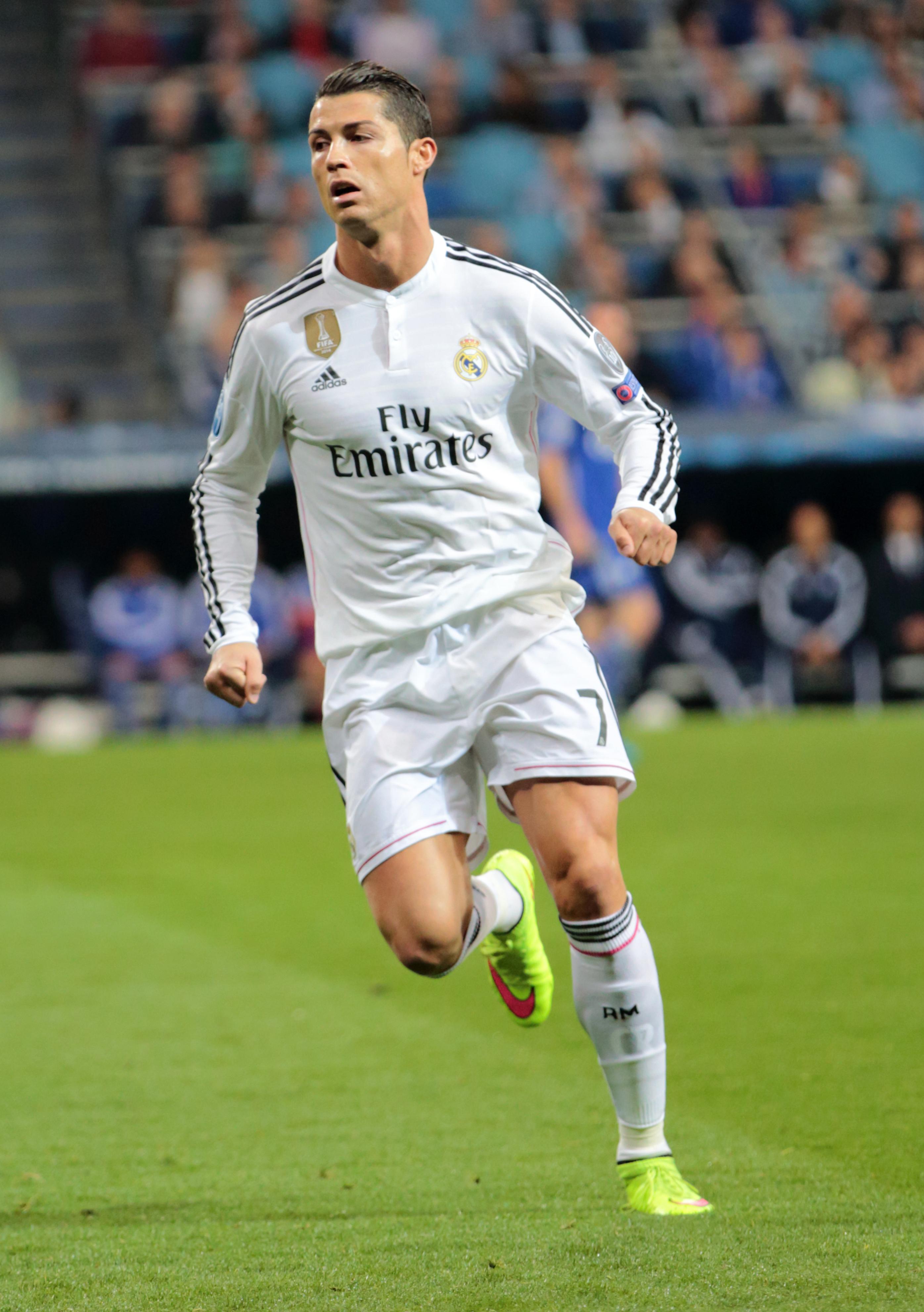 Ronaldo_vs__FC_Schalke_04_(16854146922)